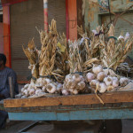 Garlic for sale at the Daraw market